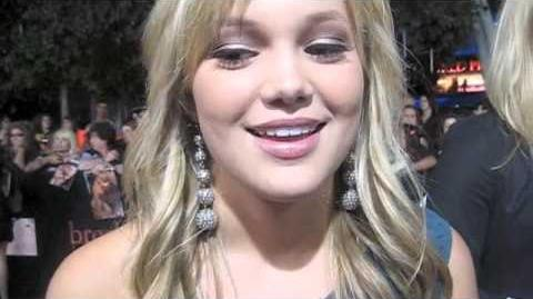 M Exclusive Olivia Holt on the red carpet!