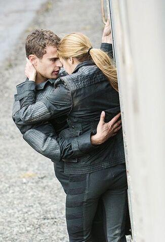 File:Divergent fourtristrain.jpg