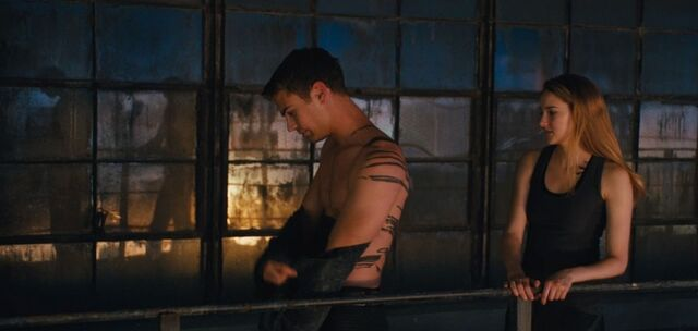 File:Shailene-woodley-theo-james-kiss-in-new-divergent-clip-01.jpg
