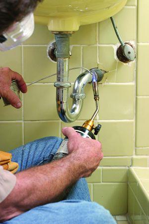File:Welding plumber.jpg