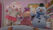Lambie, hallie and chilly sing hey what's going on