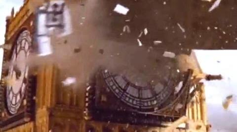 Spaceship crashes into Big Ben - Doctor Who - Aliens of London - Series 1 - BBC