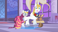 640px-Prince Blueblood stopping Rarity S1E26