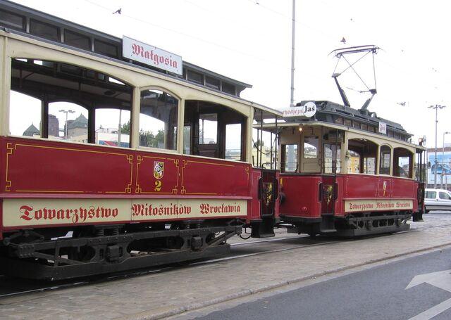 Plik:Wroclaw-tramwajeJasMalgosia.jpg