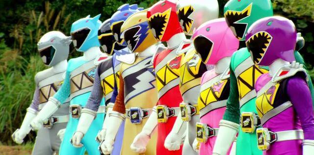 File:All 10 Dino Super Charge Rangers.jpg