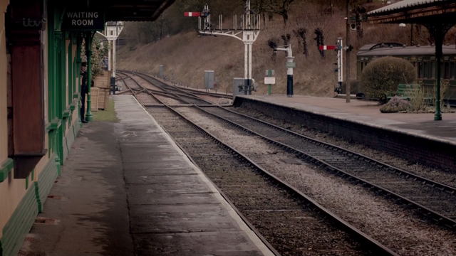 File:DowntonStationS4E2.png