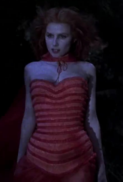 File:Lucy Westenra 1992 film.png