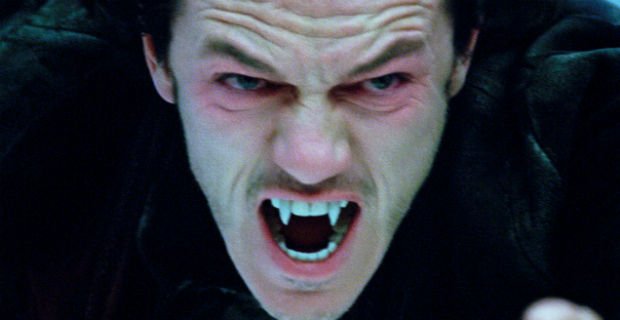 File:Dracula-untold-luke-evans-Fangs.jpg