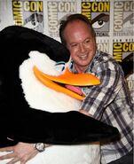 Tom-McGrath-and-Skipper-hugging-penguins-of-madagascar-37371867-525-644