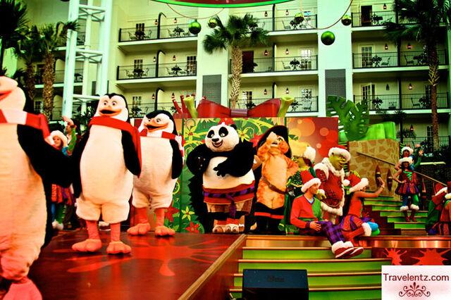 File:Family-fun-at-Holiday-Shrektacular2.jpg