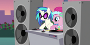 200px-0,300,17,167-300px-DJ Pon-3 hitting the disc S2E26