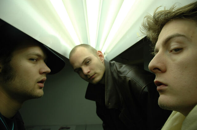 File:Noisia Heads 03 - Photography by Jozia Groeneweege.jpg