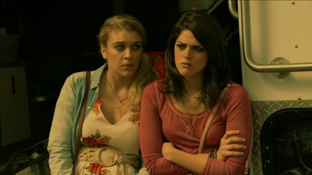 File:Libby and Jessie 1x02.png