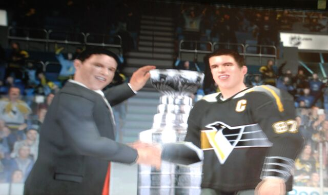 File:Sidney Crosby Penguins retro stanley cup NHL 09.jpg