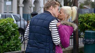 Peter+Lola Kissing
