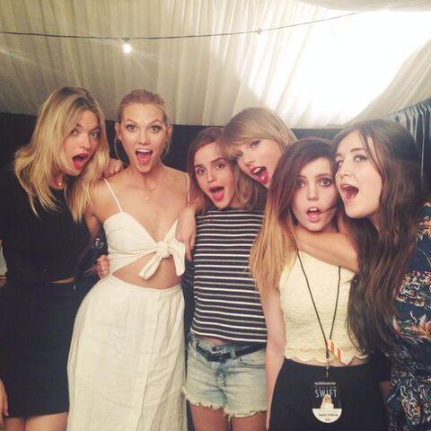 File:Sydney Sierota and the girl group pose.jpg