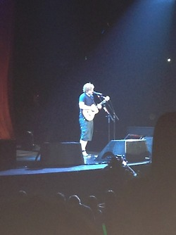 File:Ed performing on Red Tour.jpg