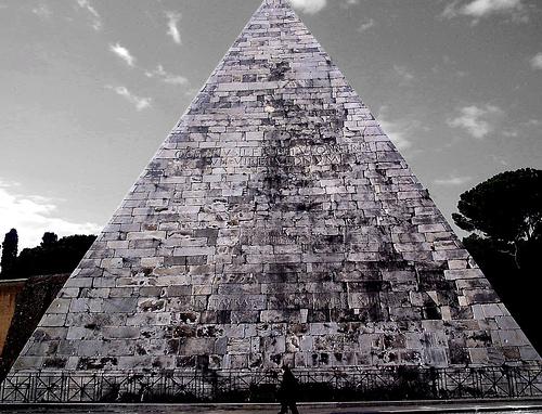 Plik:Piramide cestia.jpg