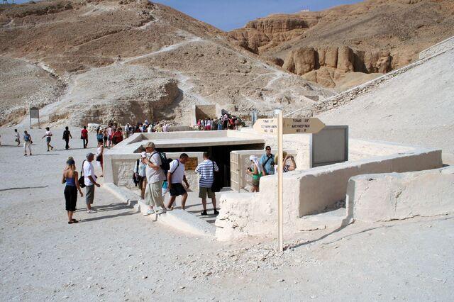 Plik:Tomb of Tutankhamun.jpg
