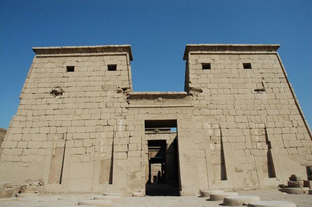 Plik:Tempio di Karnak ingresso.jpg