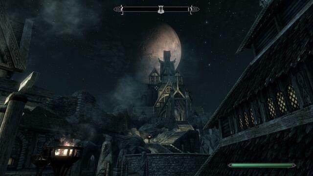 File:Dragonsreach full moon.jpg