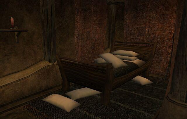 File:TES3 Morrowind - Balmora - Drarayne Thelas' House pillows.jpg