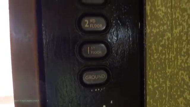 File:Old Express Lift buttons generation 1.jpg