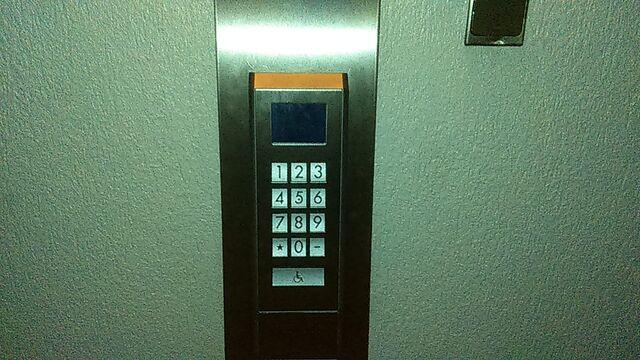 File:Schindler port wall call lyon.jpg