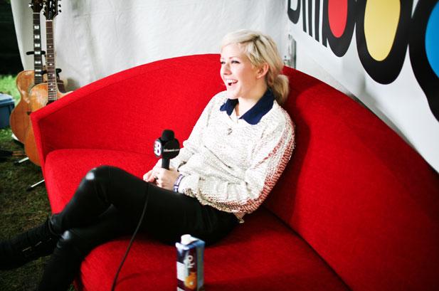 Ellie backstage lola 2011
