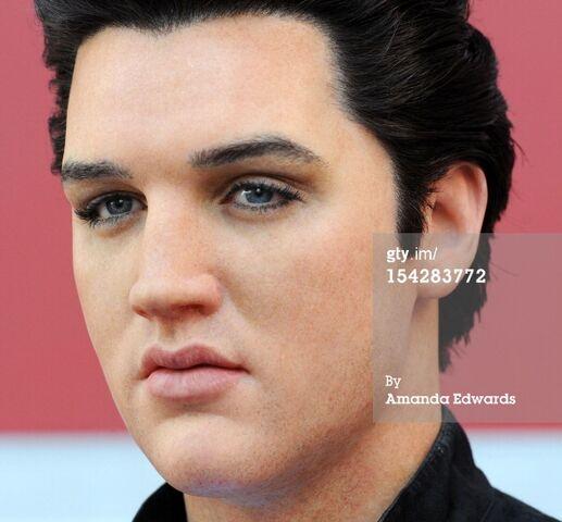 File:Elvis Wax figure Madame Tussauds Hollywood.jpg