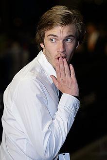 File:Felix Kjellberg at the Social Star Awards in 2013.jpg