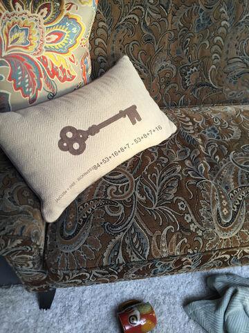 File:Pillows.jpg