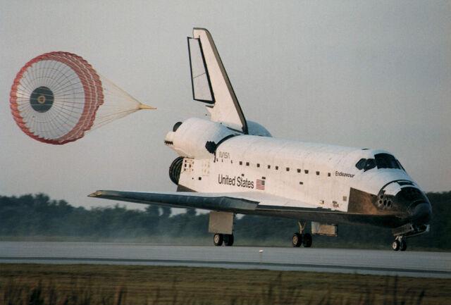 File:Space Shuttle landing.jpg