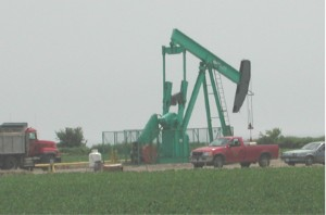 File:Oil well3419.jpg