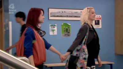 File:Naomily-screencaps-Season-4-Emily-naomi-and-emily-16879073-400-225.jpg