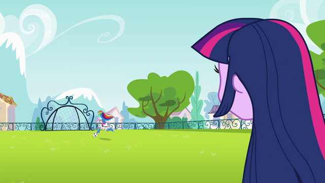File:Rainbow Dash running with soccer ball EG.png
