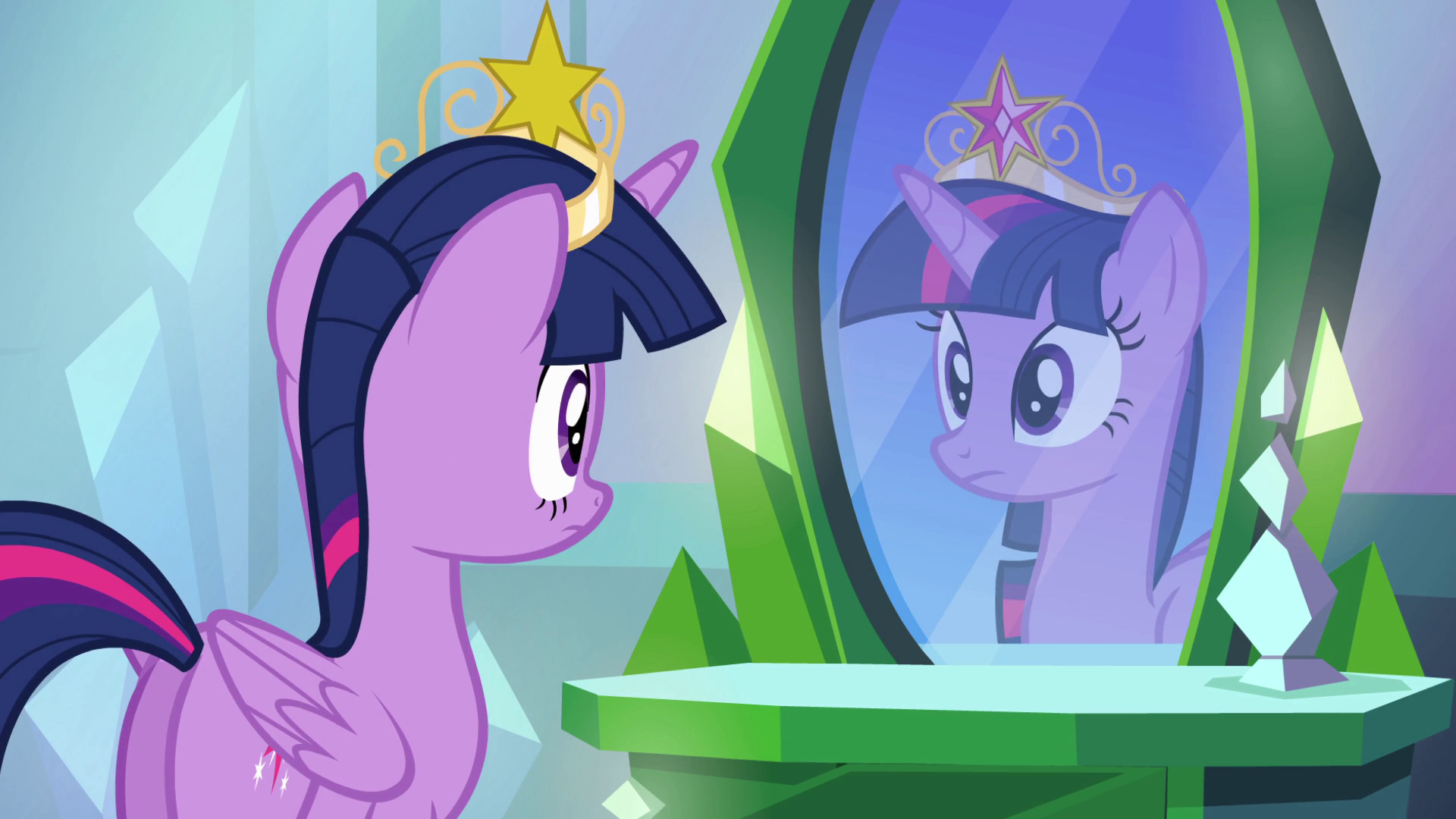 Archivo:Twilight tries her crown on EG.png