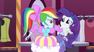 Rainbow Dash looks angrily at Rarity EG