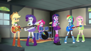 Rainbooms rehearsing in Applejack's garage EG2