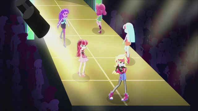 Arquivo:Background characters on the runway EG2.png