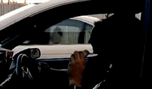 Archivo:Grand Theft Auto 2 The Movie - La policía no reconoce a Claude.PNG