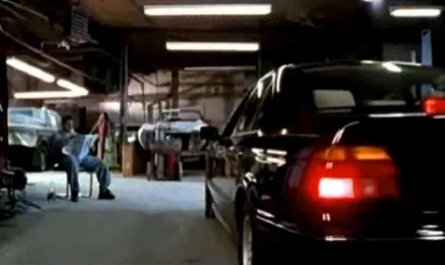 Archivo:Grand Theft Auto 2 The Movie - El automóvil de Claude antes de ser pintado.png