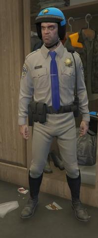 Archivo:Indumentaria policia de trafico Trevor.png