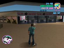 Tommy disparando contra las tiendas