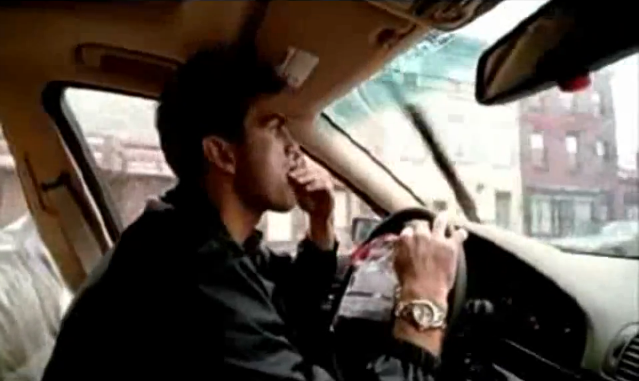 Archivo:Grand Theft Auto 2 The Movie - Claude drogándose.png