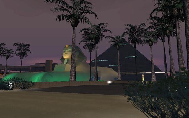 Archivo:Luxor2.jpg