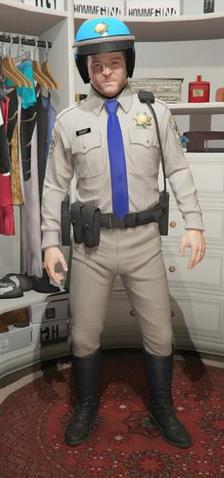 Archivo:Indumentaria policia de trafico Michael.png