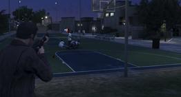 Michael matando a Stretch.png