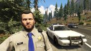 Michael con uniforme de policia (sin casco)