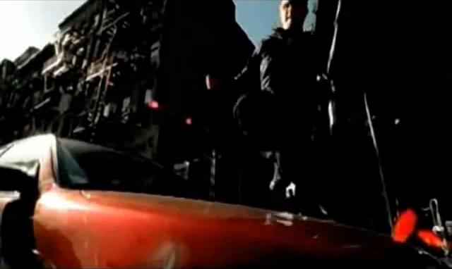 Archivo:Grand Theft Auto 2 The Movie - Claude saltando sobre una capota.png